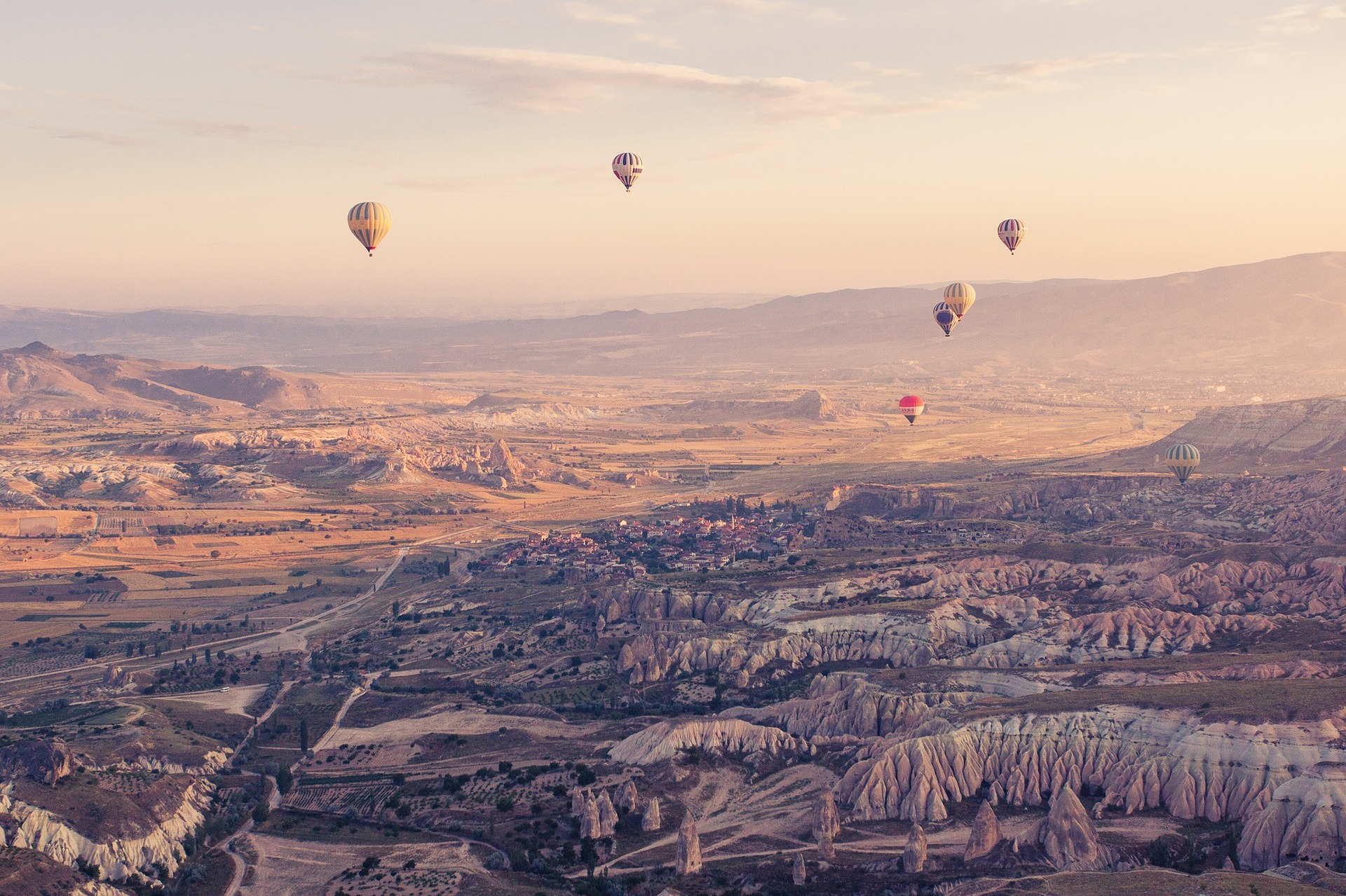 hot-air-balloon-844872_1920