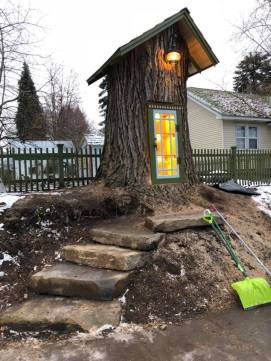 The Little Tree Library | © Sharalee Armitage Howard / Facebook